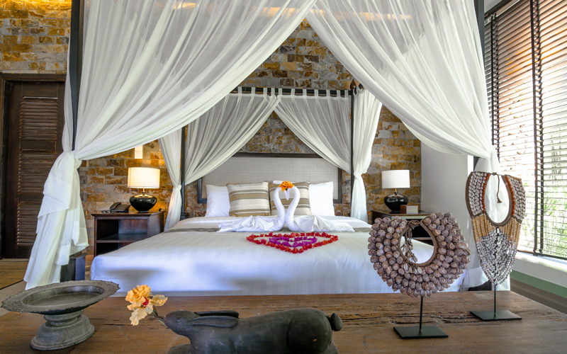 King size 4 poster Bed in Kep