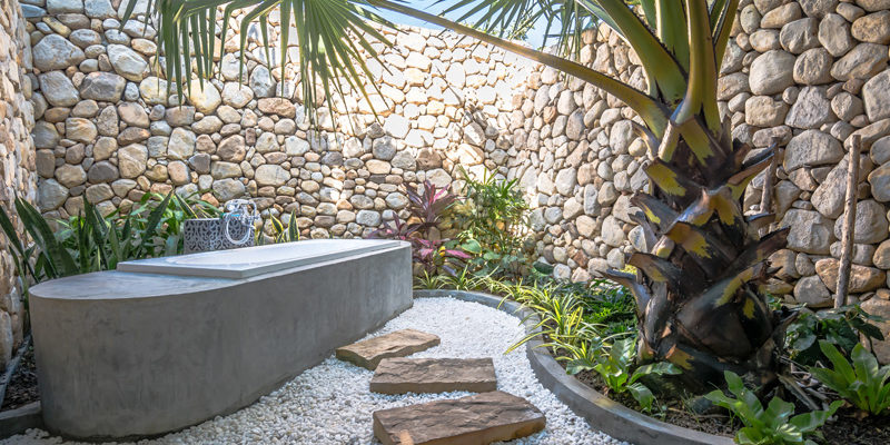 Outdoor Bathtub in Kep