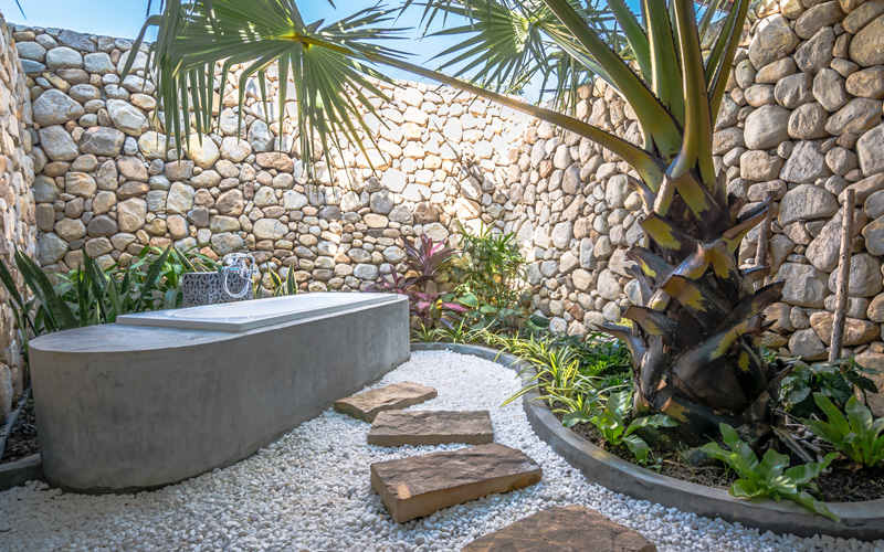 outdoor bathtub Deluxe Twin Villa
